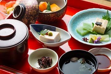 玉蔵院昼食 (精進料理または会席料理)